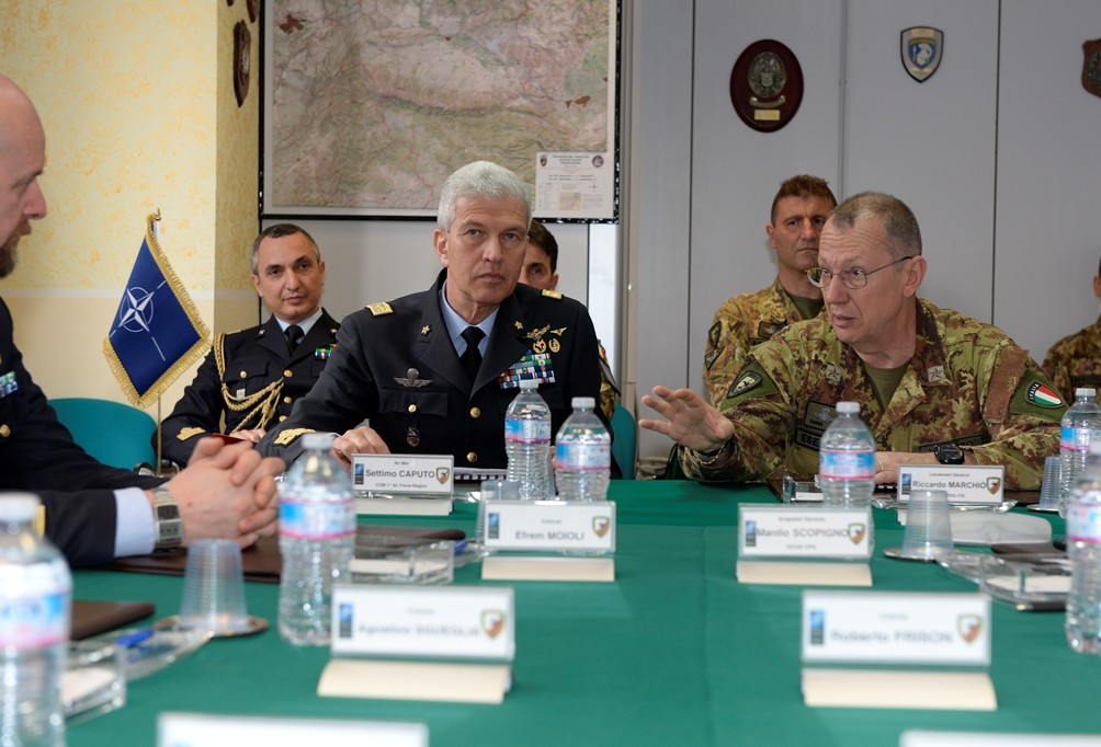 07th April - NRDC-ITA Commander receives the visit of  Air Marshal  Settimo Caputo,  Commander of the First Italian Aerial Region.
