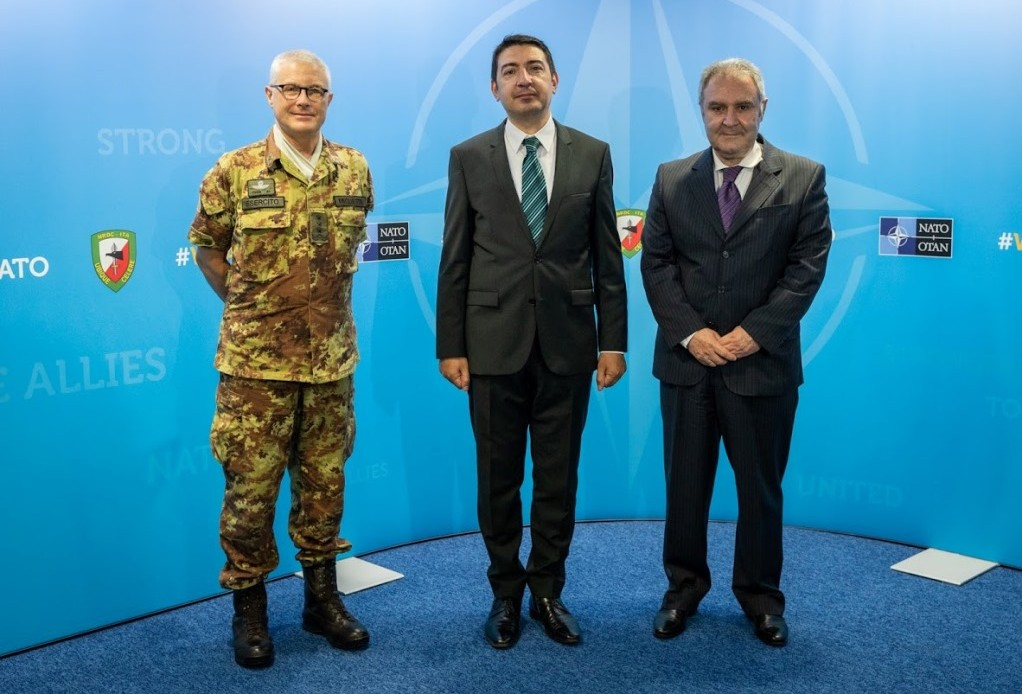General Miglietta meets the Romanian Consul General ad interim